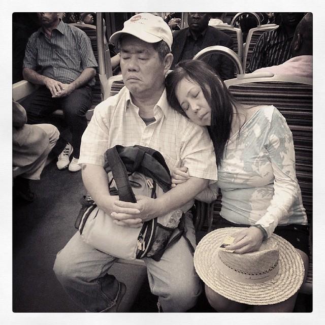 """24 août 2013 - 15h46 : """"Je ferme les yeux sur ses épaules et un peu sur ses défauts... oh ! un zeugma ! """""""